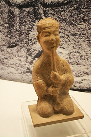 Ceramic figurine of a 'xiao' vertical flute player